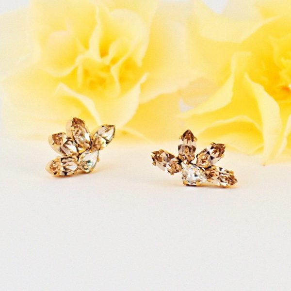 Small flower stud earrings 1