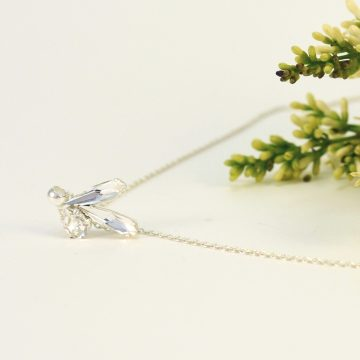 Delicate necklace with fancy stones and high quality chain