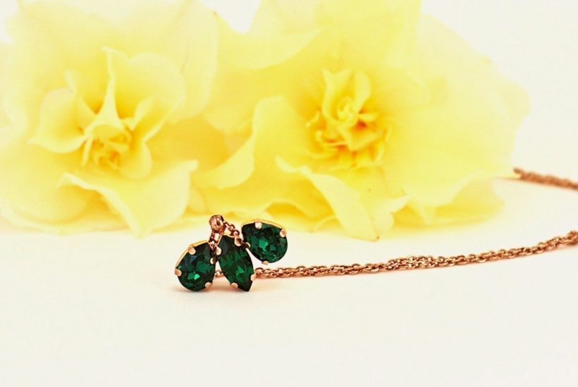 green pendant necklace 1