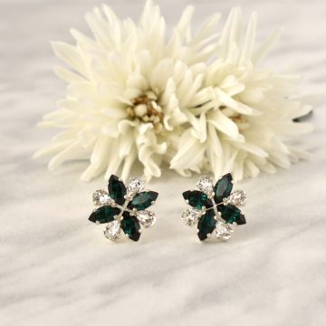 Green stud earrings 1